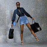 """Mit zwei vollbepackten Taschen verlässt Herieth Paul das """"Victoria's Secret""""-Gebäude. Die 22-Jährige aus Tansania gehört zu den Models, die 2018 mit Engelsflügen über den Catwalk schweben dürfen, und kann sich vor Freude jetzt schon kaum halten!"""