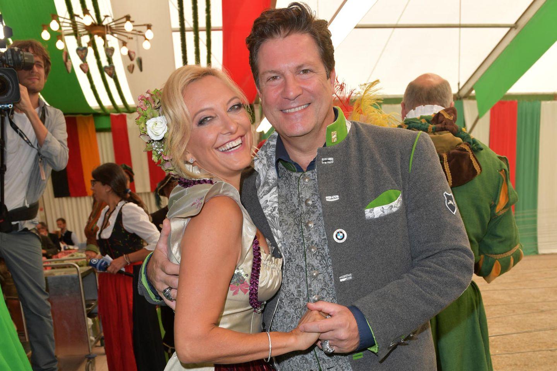 Francis Fulton-Smith mit seiner Freundin Claudia Hillmeier