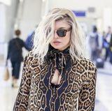 Jogginghose und Kapuzenpullover? Für Superstar Fergie scheint ein entspannter Airport-Style nicht in Frage zu kommen. Stattdessen gibt sie am Flughafen von Los Angeles modisch richtig Gas ...
