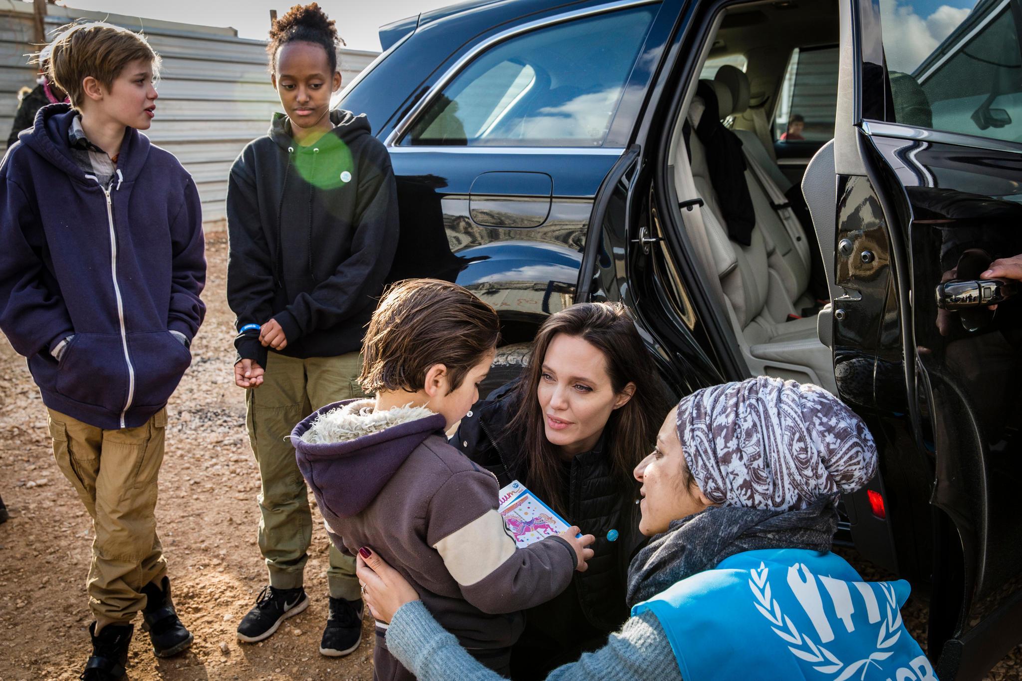 Angelina Jolie besuchte gemeinsam mit ihren Töchtern Shiloh und Zaharaim Januar 2018 ein Camp für Geflüchtete in Jordanien.
