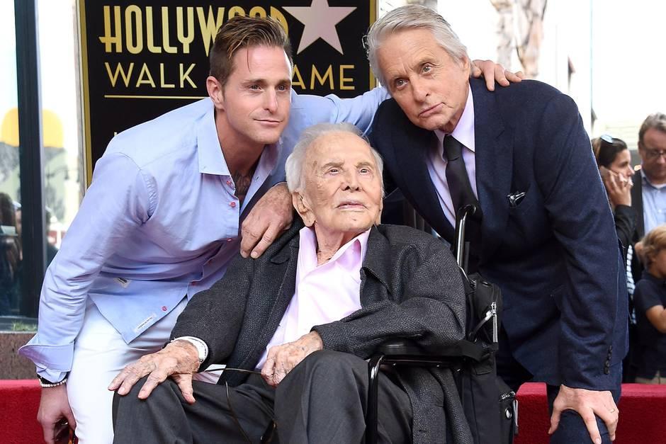 Michael Douglas mit seinem Sohn Cameron und seinem Vater Kirk