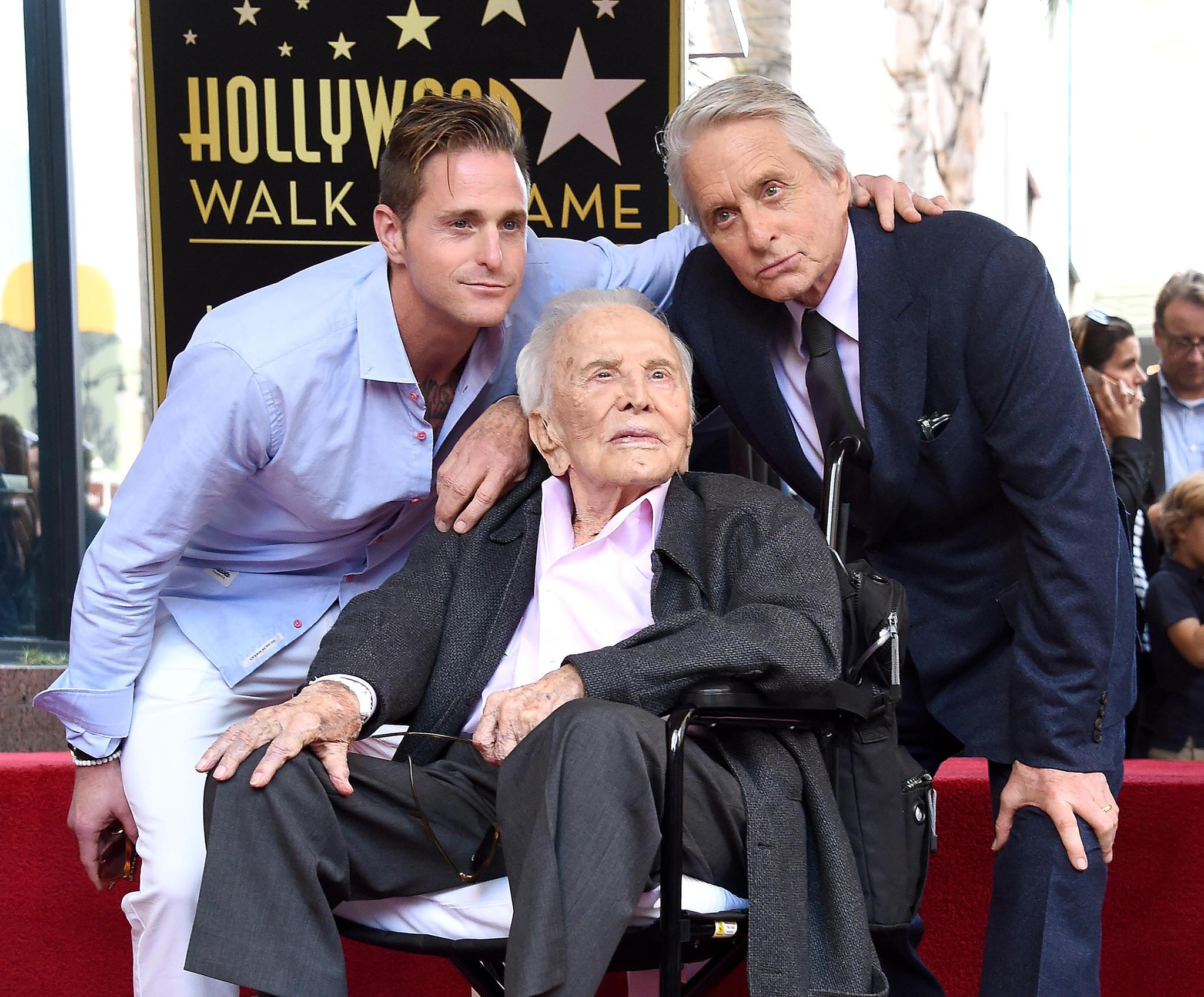 Michael Douglas wird mit Hollywood-Stern geehrt