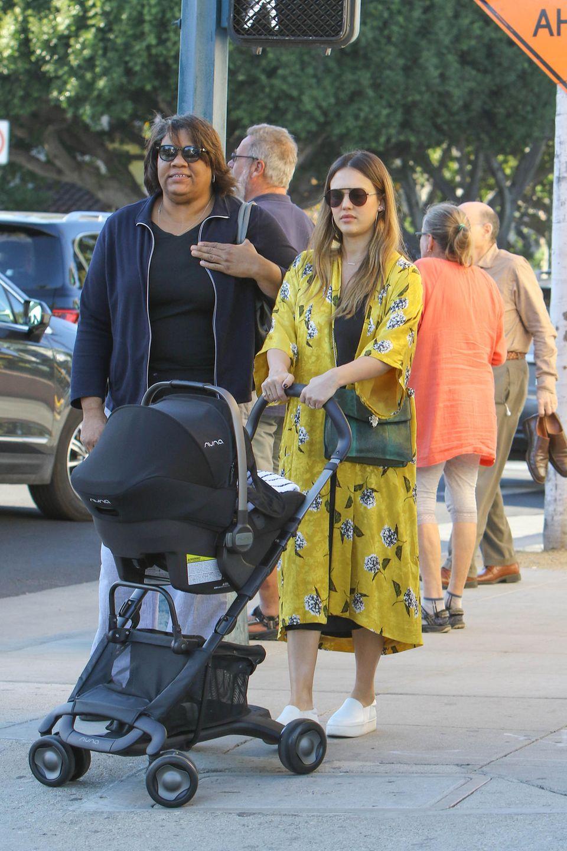 Eine Frau, die Ruhe ausstrahlt: Connie Simpson mit Jessica Alba