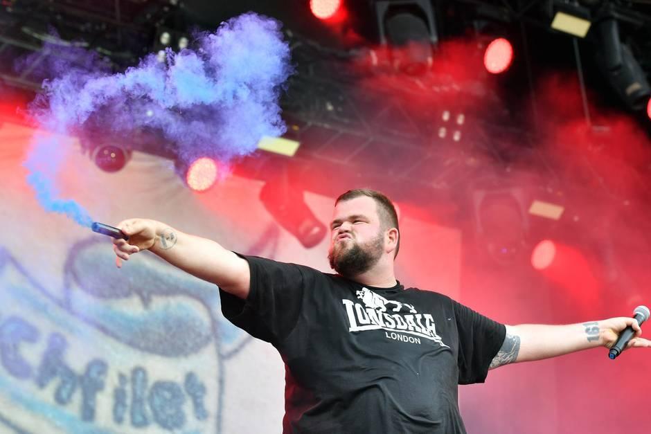 Jan 'Monchi' Gorkow, Frontsänger der BandFeine Sahne Fischfilet, während des'Rock Im Park' Musikfestivals 2017 in Nürnberg.