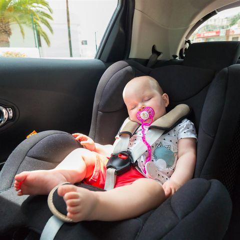 Tragisch! Nach zwei Stunden im Autositz hörte Baby auf zu atmen