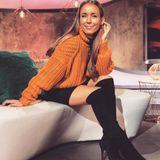...in Kombination mit einem schwarzen Minirock und Overknees steht Annemarie der Pullover ebenfalls ausgezeichnet.