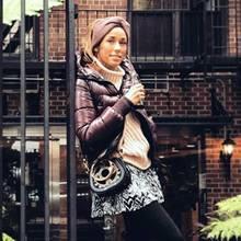 """""""New York, Baby"""", schreibt TV-Beauty Annemarie Carpendale zu diesem Outfit-Post auf Instagram. Es ist nicht der einzige Look, den sie von ihrem New-York-Trip mit Ehemann Wayne und Sohn """"Mini C"""" gepostet hat."""