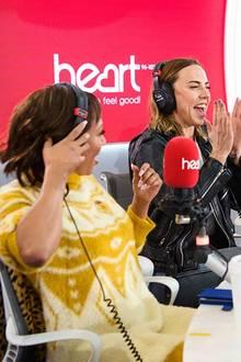 """In der Londoner """"Heart Breakfast""""-Show verrät Mel B., dass Victoria zum Konzert im Wembley Stadion kommt"""