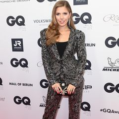 Moderatorin Victoria Swarovski hat sprichwörtlich die Hosen an.