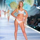 Unser deutsches Supermodel Toni Garrn darf sich nach einigen Jahren Pause auch wieder die berühmten Flügel umschnallen und zeigt sich wunderhübsch auf dem Catwalk.