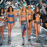 Sexy! Kelsey Merritt, Maia Cotton, Willow Hand, Iesha Hodges, Myrthe Bolt und Melie Tiacoh auf dem wohl bedeutendsten Model-Laufsteg der Welt.