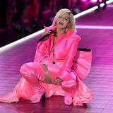 Bebe Rexha gibt bei ihrer Performance alles.