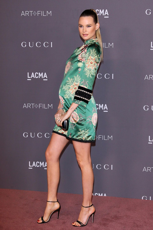"""Behati Prinsloo  Im Februar 2018 bringt das """"Victoria's Secret""""-Model Töchterchen Gio Grace zur Welt – das zweite gemeinsame Kind mit Adam Levine. Doch nur wenige Monate später schwebt sie schon wieder als Dessous-Engel über den Laufsteg."""