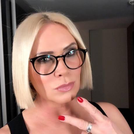 """Claudia Effenberg zeigt sich auf Instagram mit neuem Haar-Styling. Statt wilder Kurzhaarfrisur, setzt sie jetztauf einen glatten Bob und Mittelscheitel. Ihre Follower treten ihrem Styling mit gemischten Gefühlen gegenüber. Doch das ist Claudia egal. Sie schreibt unter ihr Bild: """"Auch wenn nicht jeder meinen neuen Look mag! Momentan liebe ich es! Also egal was Ihr verändert!Ich akzeptiere es auch."""""""