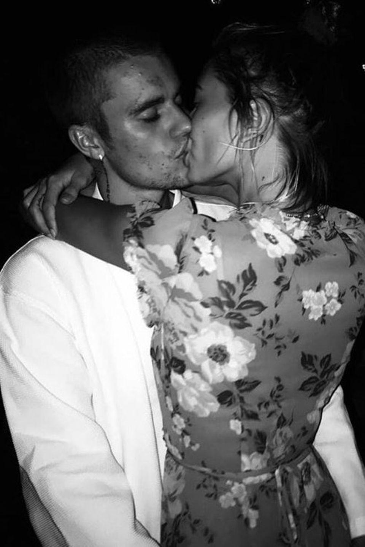 Und wieder ein niedlicher Liebesbeweis über Instagram: Justin Bieber und Hailey Baldwin können nicht die Finger voneinander lassen.