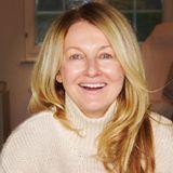 """Als Moderatorin eines TV-Magazins sitzt Frauke Ludowig fast täglich in der Maskeund wird professionell geschminkt. Auf Instagram zeigt sie sich ihren Followernnun komplett ohne Make-up. Unter ihr Posting schreibt die 54-Jährige: """"Samstag ist #nomakeupund #badhairday."""" Wir finden, sie siehteinfach nur toll aus!"""