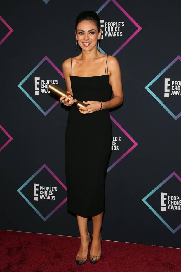 Extrem schlicht, aber wundervoll elegant ist das Kleid von Mila Kunis, das durch die feinen Träger perfekt zu ihrer schmalen Silhouette passt.