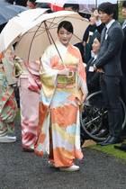 9. November 2018  Was geht Prinzessin Mako von Japan wohl in diesen Momenten durch den Kopf? Die Prinzessin nimmt mit der Kaiserfamilie an der letzten Gartenparty von Kaiser Akihito teil.Doch die Prinzessin bewahrt die Haltung:Ein Lächeln zwängt Mako zwar hervor, dabei wäre sie unter normalen Umständen gar nichDenn vor knapp einer Woche hätte sie heiraten sollen, wäre nicht so einiges schief gelaufen, denn die Hochzeit mit Kei Komuro wurde mehr oder weniger abgesagt.