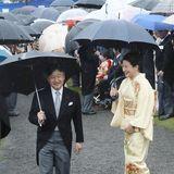 9. November 2018  Kronprinzessin Masako und Kronprinz Naruhito hingegen haben trotz Regenwetter beste Laune.