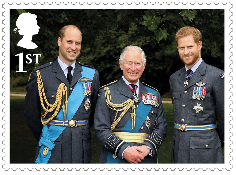12. November 2018  Die neuen Sonderbriefmarken der Royal Mail sind da! Zum 70. Geburtstag von Prinz Charles hat das britische Königshaus nun dieses schöne Exemplar, auf denen der Prinz selbst und seine beiden Söhne Prinz William und Prinz Harry in der klassischen Uniform zu sehen sind.