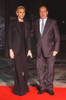 10. November 2018  Am Abend erscheinen Fürst Albert und FürstinCharlène von Monaco beim Staatsdinner im eleganten Schwarz.