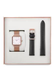 Wie spät ist es? Höchste Zeit sich Gedanken über ein passendes Weihnachtsgeschenk zu machen. Das Trendlabel Cluse bietet passendzur Feiertagssaison Abhilfe in Form einer Special Editon an, die neben einer Armbanduhr auch ein passendes Wechselarmband beinhaltet. Für den Liebsten gibt es übrigens auch einbesonders stylisches Geschenk-Set.Erhältlich über Cluse.com für rund120 Euro