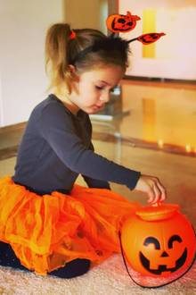 31. Oktober 2018  Diesen süßen Halloween-Schnappschuss von Tochter Sophia teilt Daniela Katzenberger aufihrem Instagram-Account.
