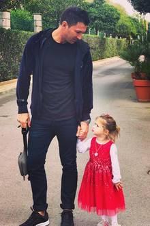 """8. November 2018  """"Papa-Tochter-Zeit. Jede Sekunde ist kostbar und besser, als alles auf der Welt,"""" schreibt Lucas Cordalis zu diesem Foto. Zu sehen ist der stolze Papa mit seiner süßen Tochter Sophia."""
