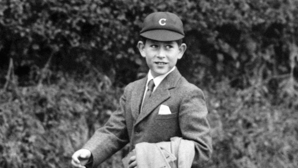 Prinz Charles auf dem Weg in die Schule