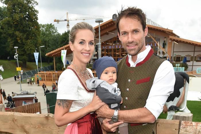 Melissa + Sven Hannawald mit ihrem ersten gemeinsamen Sohn Glen