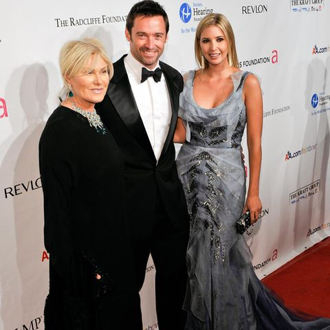Hugh Jackman mit seiner Frau Deborra-Lee Furness und Ivanka Trump bei einer Gala 2010