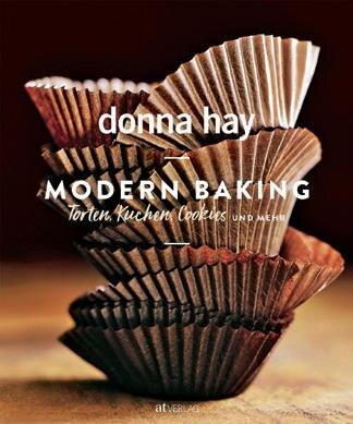 """Die neue Backbibel der australischen Starköchin Donna Hay bietet 250 Rezepte mit süßenVerführungen, von saftigen Brownies über luftige Meringues bis zu super cremigen Eisdesserts. (""""Modern Baking"""", AT Verlag, 400 S., 39,90 Euro)"""