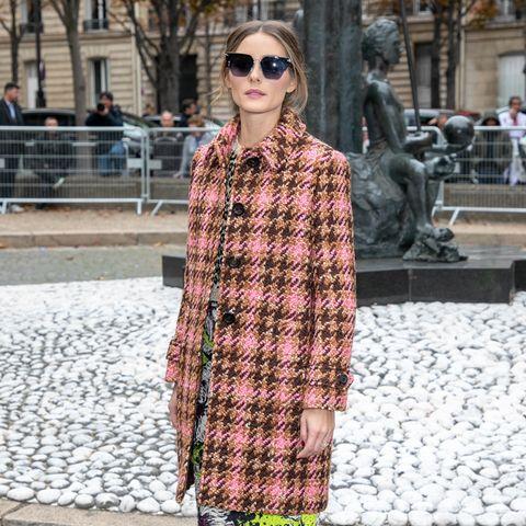 Print-Profi Olivia Palermo mixt einen Blumen-Longskirt mit einem karierten Oversized-Mantel