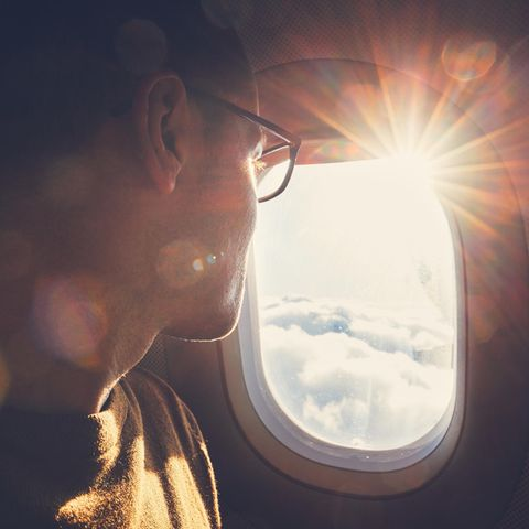 Fensterplatz im Flugzeug (Symbolbild)