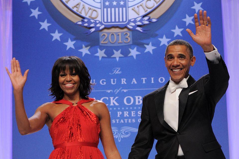 Michelle Obama zeigte sich beim Inaugural Ball, anlässlich zur zweiten Amtszeit ihres Ehemanns, in Jason Wu. Der Designer erlangte durch die prominente Trägerin seiner Kreation internationale Bekanntheit. Ein Beispiel dafür, wie viel Einfluss eine First Lady auf die Modewelthat.