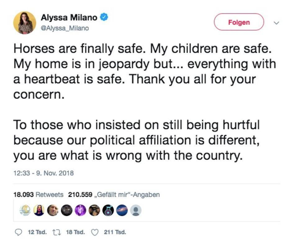 """""""Die Pferde sind in Sicherheit. Meine Kinder sind in Sicherheit"""", twittert die """"Charmed""""-Darstellerin. Was mit ihrem Haus sei, wisse sie nicht."""