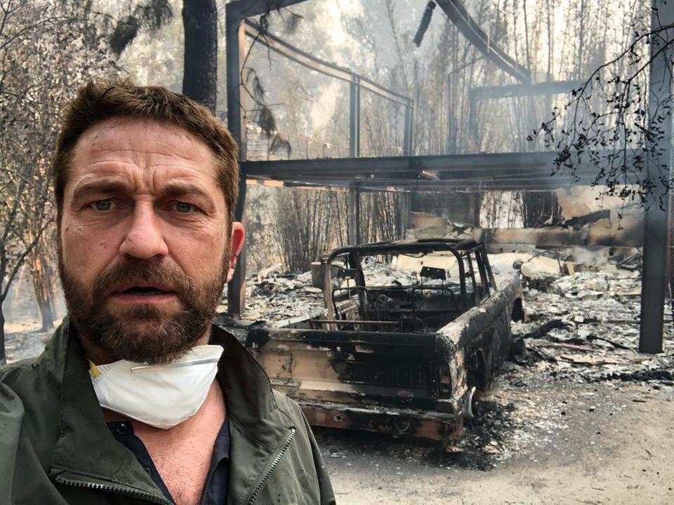 Gerard Butler sucht sein Anwesen auf, das er während der Evakuierung von Malibu verlassen musste. Doch von seinem Zuhause ist nur noch eine verkohlte Ruine übrig geblieben.