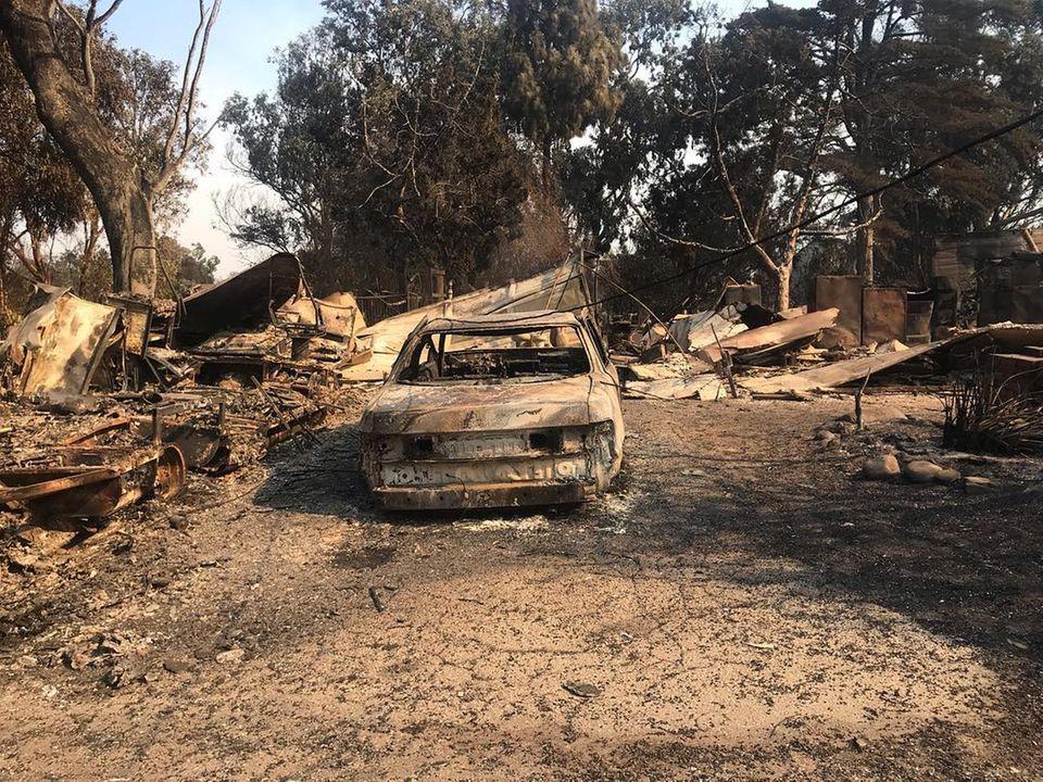 In ihrem Wohnort Malibu hat das Feuer besonders stark gewütet und Schutt und Asche hinterlassen.