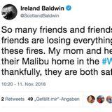"""Ihre Tochter Ireland Baldwin twittert: """"So viele Freunde und Familien von Freunden verlieren in diesen Feuern gerade alles, was sie besitzen. Meine Mutter und ihr Partner haben ihr Zuhause in Malibu durch das Woolsey-Feuer verloren. Zum Glück sind beide in Sicherheit."""""""