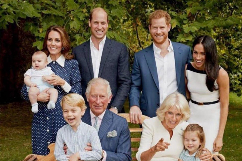 Herzogin Catherine + Herzogin Meghan: Die modischen Details der Familienporträts