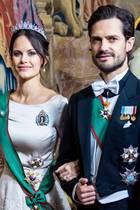Prinzessin Sofia und Prinz Carl Philipbeim Dinner im königlichen Palast im Rahmen des Staatsbesuchs des italienischen Präsidenten in Schweden. Sofia ist wie gewohnt ein absoluter Hingucker. Doch hätten Sie auf Anhieb gesehen, dass Sofia gar kein Kleid trägt?