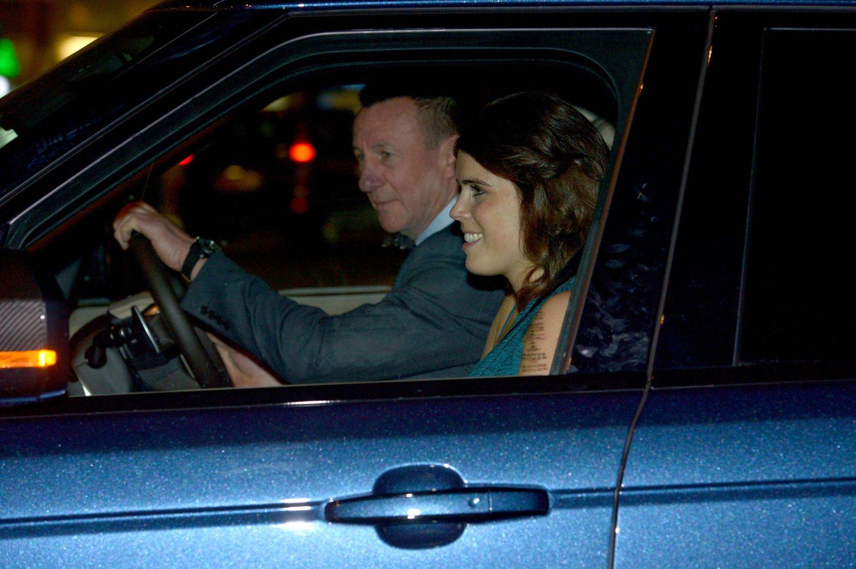 Prinzessin Eugenie freut sich auf das Galadinner. Als Teil der Verwandtschaftdürfte die Frischverheiratete natürlich ein gern gesehener Gast sein.