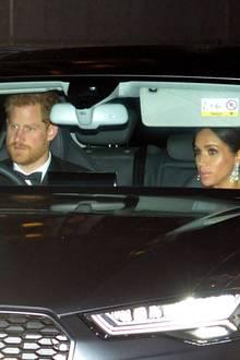 Prinz Harry und Herzogin Meghanverlassen den Kensington Palast, um zum Buckingham Palast zu fahren.