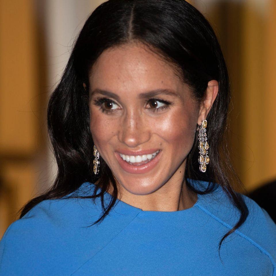 Beim Staatsdinner am 23. Oktober 2018 auf Fiji, zeigt sich Herzogin Meghan erstmals mit den Diamant-Chandeliers.