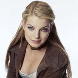 """2003  Gerade hatYvonne Catterfeld mit ihrem Song """"Für Dich"""" ihren musikalischen Durchbruch gefeiert. Alle lieben sie für ihre sanfte Stimme. Ihr Look: viel Kajal, einige blonde Strähnchen, girly Make-up."""
