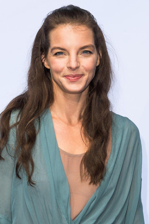 2017  Yvonne Catterfeld strahlt nur so vor natürlicher Schönheit. Sie hat ihren Look gefunden. Viel Schminke benötigt sie nicht. Ihr Haar trägt sie am liebsten in leichten Wellen.