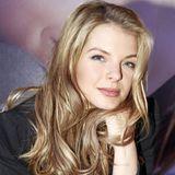2011  Plötzlich ist Yvonne Catterfeld wieder blond. Sie kehrt zurück zu ihren (Haar-)Wurzeln.