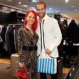 Wissen genau, was ihnen gut steht: Fußball-StarDennis Diekmeier und seine schöne Ehefrau Dana Diekmeier.