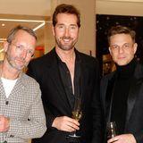 GALA Fashion Director Marcus Luft, Star-Friseur Jörg Oppermann und Star-Designer Steffen Schraut stoßenmit einem Glas Champagnerauf einen gelungen Abend an.