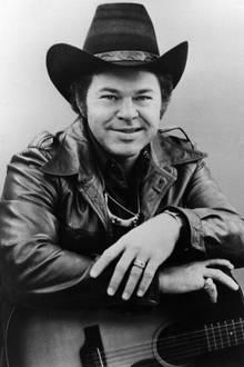 """13. November 2018: Roy Clarke (85 Jahre)   Der US-Country-Sänger und TV-Moderator Roy Clark (""""Last Word in Jesus Is Us"""") ist verstorben. Das berichtet das US-Magazin """"TMZ"""" unter Berufung auf einen Sprecher des Musikers. Er soll bereits am Dienstag in seinem Haus in Tulsa im Bundesstaat Arizona an den Folgen einer Lungenentzündung gestorben sein."""